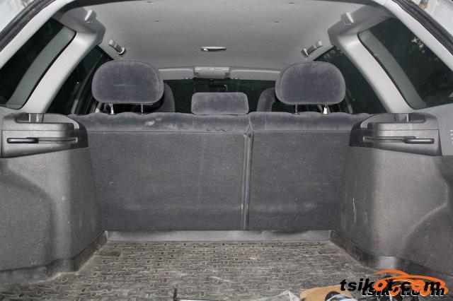 Toyota Avensis 2002 - 4