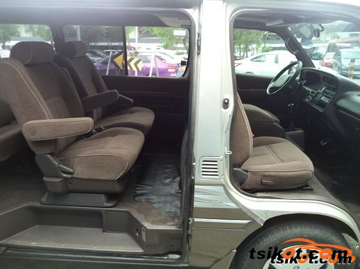 Toyota Hi-Ace 2004 - 3