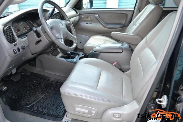 Toyota Sequoia 2001 - 3