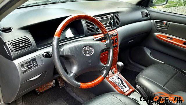 Toyota Corolla 2004 - 5