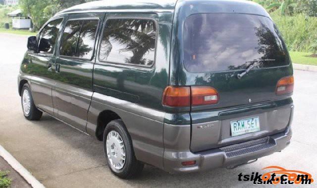 Mitsubishi Spacegear 2004 - 5
