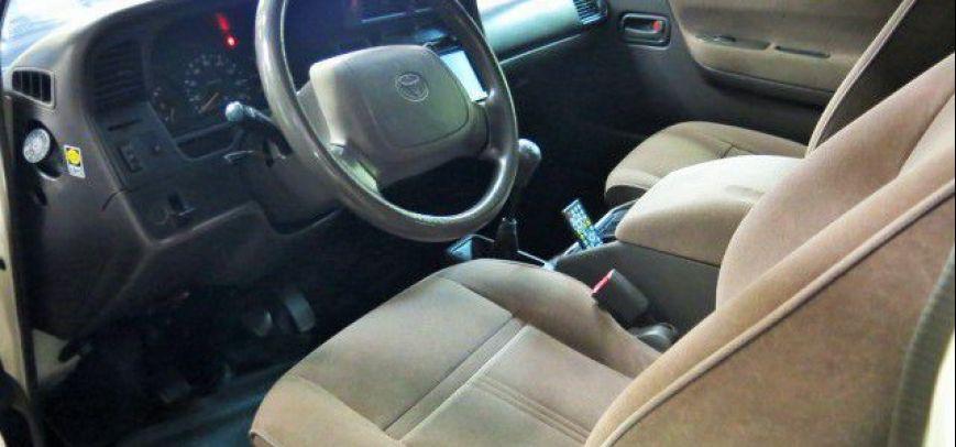 Toyota Hi-Ace 2004 - 8