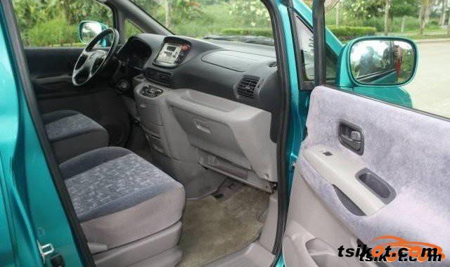 Nissan Serena 2010 - 5