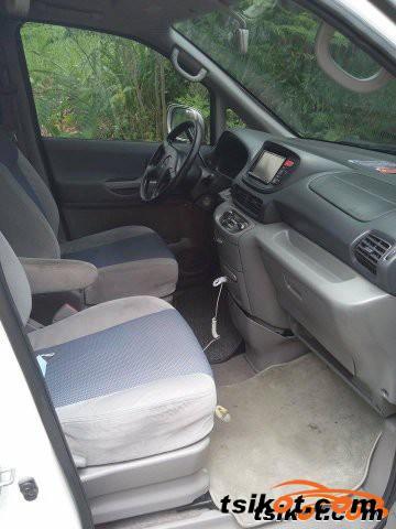 Nissan Serena 2010 - 1