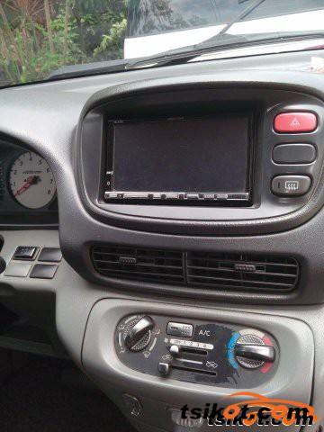 Nissan Serena 2010 - 2