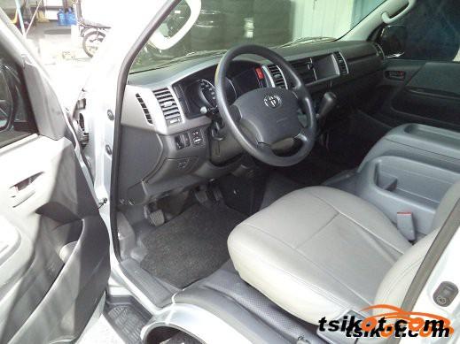 Toyota Hi-Ace 2010 - 2