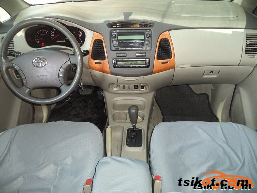 Toyota Innova 2010 - 2