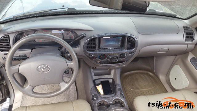 Toyota Sequoia 2003 - 2