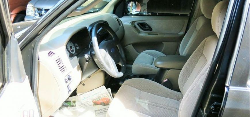 Ford Escape 2004 - 8