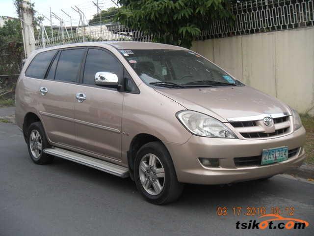 Toyota Innova 2005 - 1