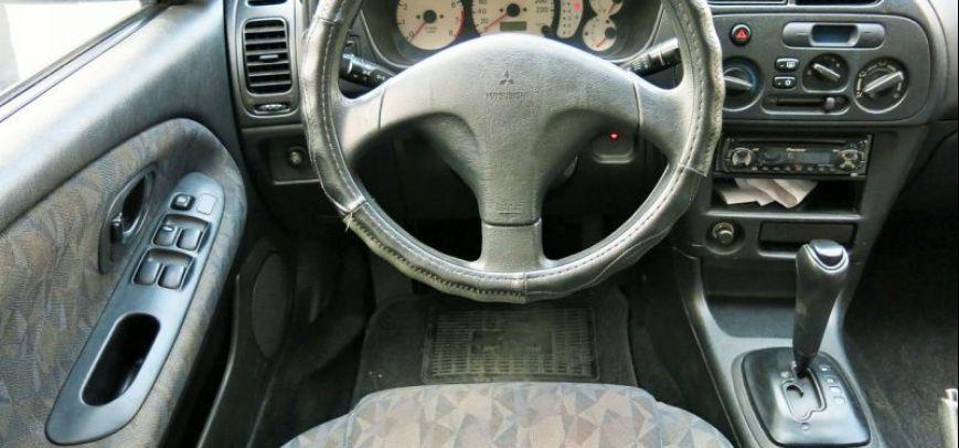 Mitsubishi Lancer 2001 - 9