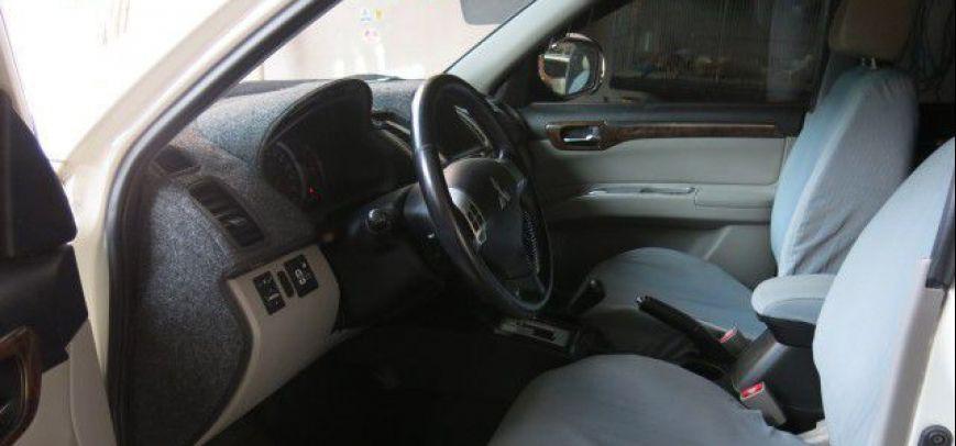 Mitsubishi Montero 2010 - 10