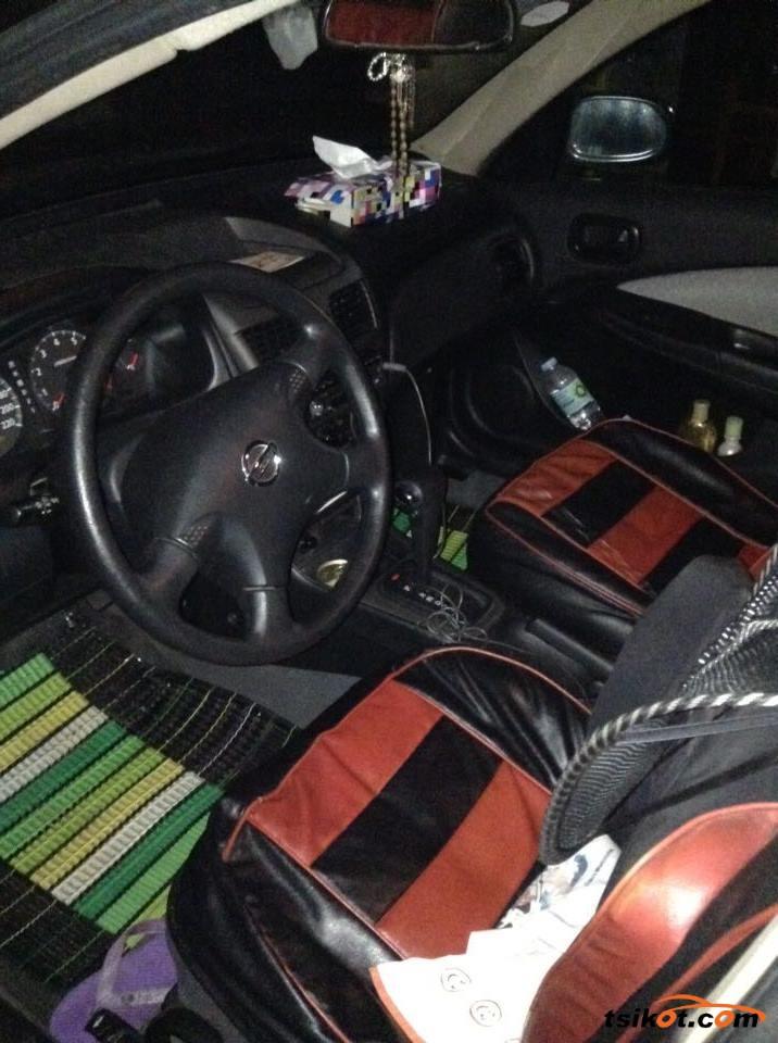 Nissan Sentra 2010 - 4