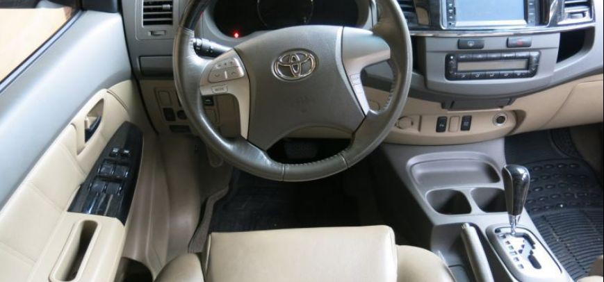 Toyota Fortuner 2012 - 11
