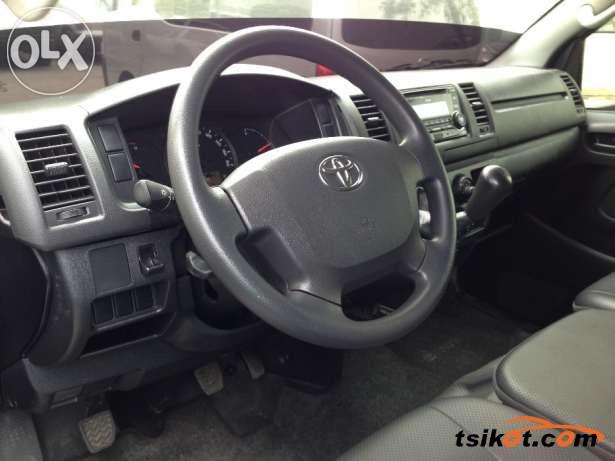 Toyota Hi-Ace 2014 - 4
