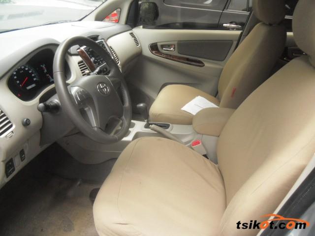 Toyota Innova 2013 - 10
