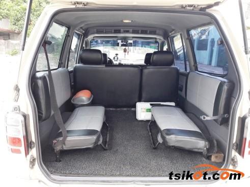 Toyota Venture 2002 - 5