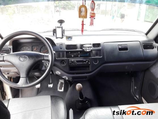 Toyota Venture 2002 - 7