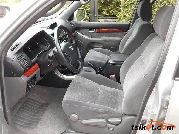 Toyota Land Cruiser 2000 - 2