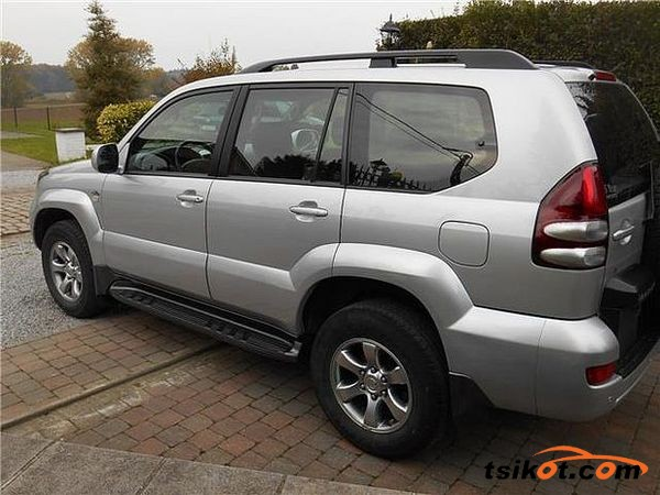 Toyota Land Cruiser 2000 - 3