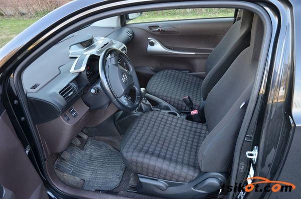 Toyota Iq 2009 - 2