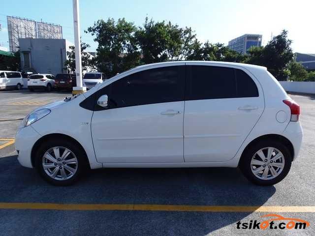 Toyota Yaris 2010 - 3