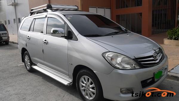 Toyota Innova 2010 - 1