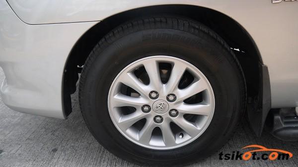 Toyota Innova 2010 - 4