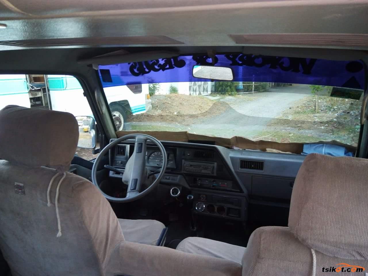 Nissan Urvan 1997 - 6