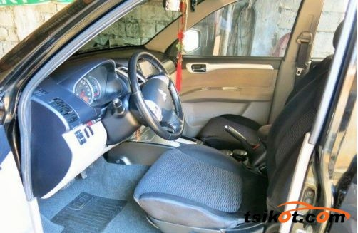 Mitsubishi Montero 2010 - 3