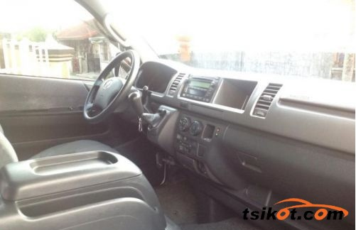 Toyota Hi-Ace 2012 - 3