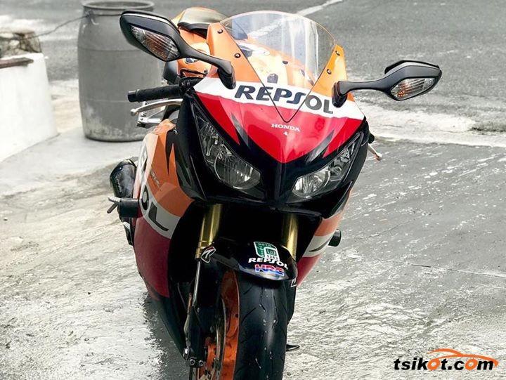 Honda Cbr 1000 Rr 2008 - 3