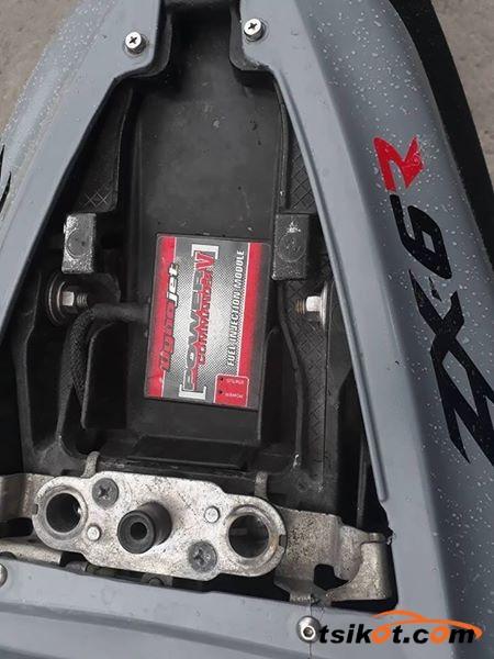 Kawasaki Gpx 600 (Zx600C2) 1989 - 3
