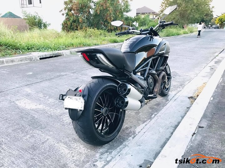 Ducati Diavel 2013 - 3
