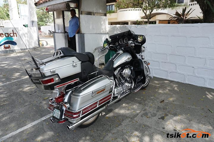 Harley-Davidson Electra Glide Ultra Classic 2001 - 4