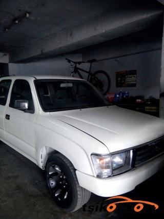 cars_16858_toyota_hilux_2004_16858_2