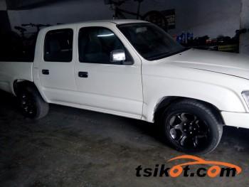 cars_16858_toyota_hilux_2004_16858_1