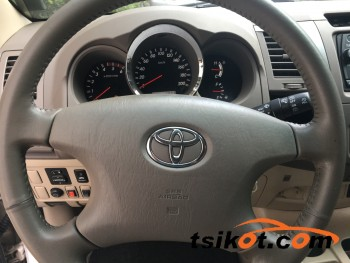 cars_16997_toyota_fortuner_2005_16997_1
